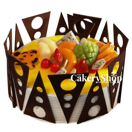 Chips and fruits cake